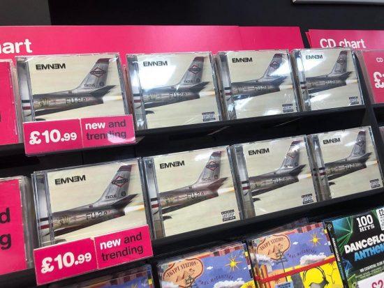 Альбом Эминема «Kamikaze» дебютировал на первых местах в чартах множества стран