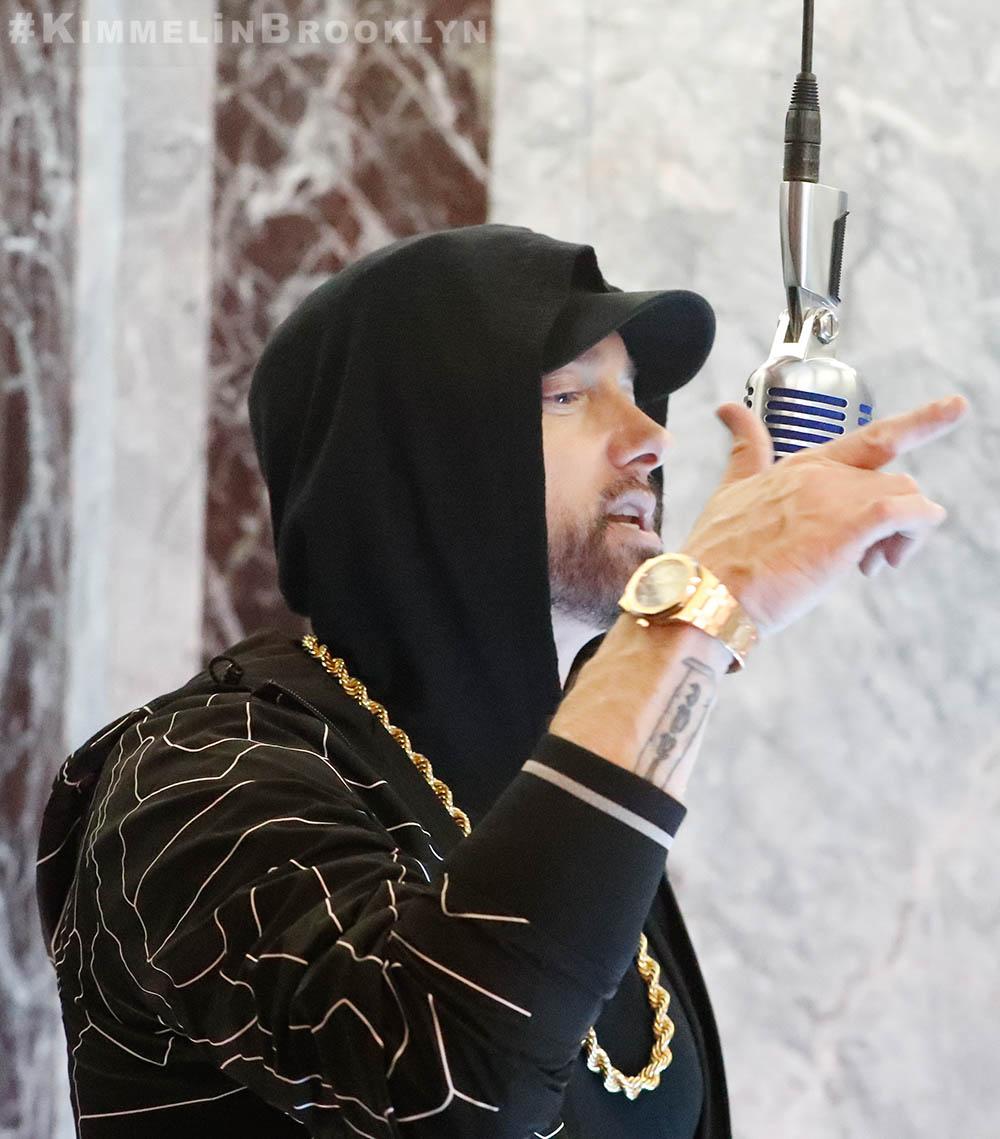 Eminem исполнил трек «Venom» на шоу «Jimmy Kimmel Live!»