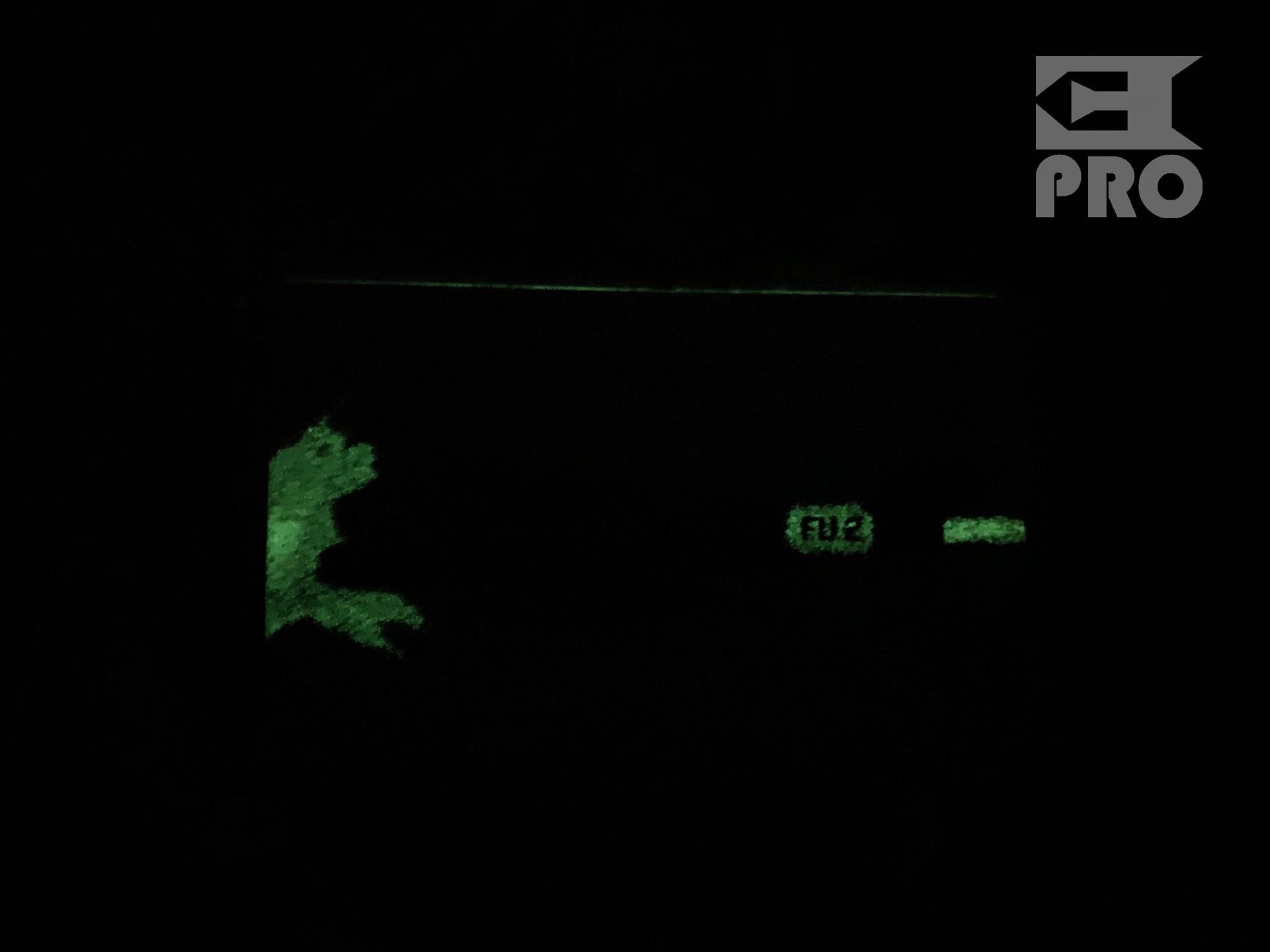 Распаковка светящейся в темноте кассеты Kamikaze Night Combat с автографом Эминема