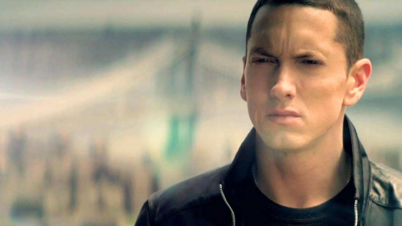 «Not Afraid» в списке 34 песен Billboard Hot 100 с дебютом на первой позиции