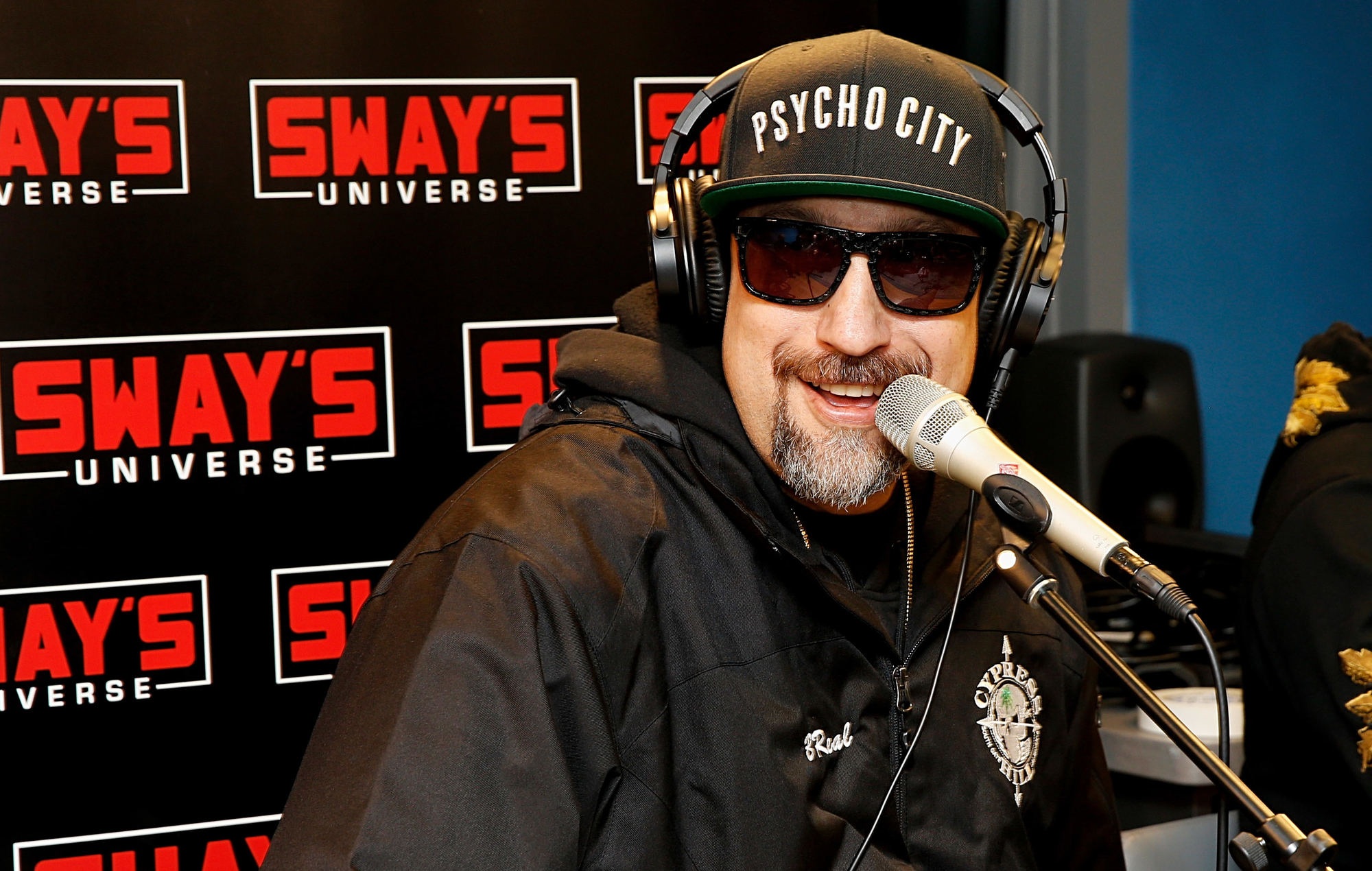 NEW Нью-Йорк, 31 октября 2018: B-Real из Cypress Hill посетил студию SiriusXM. ???? by Dominik Bindl/Getty ImagesYORK, NY - OCTOBER 31: B-Real of Cypress Hill visits SiriusXM Studios on October 31, 2018 in New York City. (Photo by Dominik Bindl/Getty Images)
