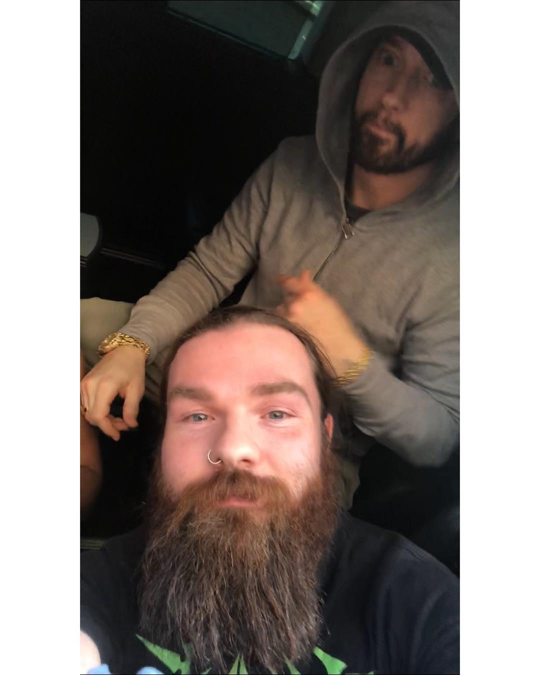 Eminem прилетел в город Веллингтон (Новая Зеландия) поздно вечером в четверг 28 февраля на своём частном самолёте из Перта (Австралия)