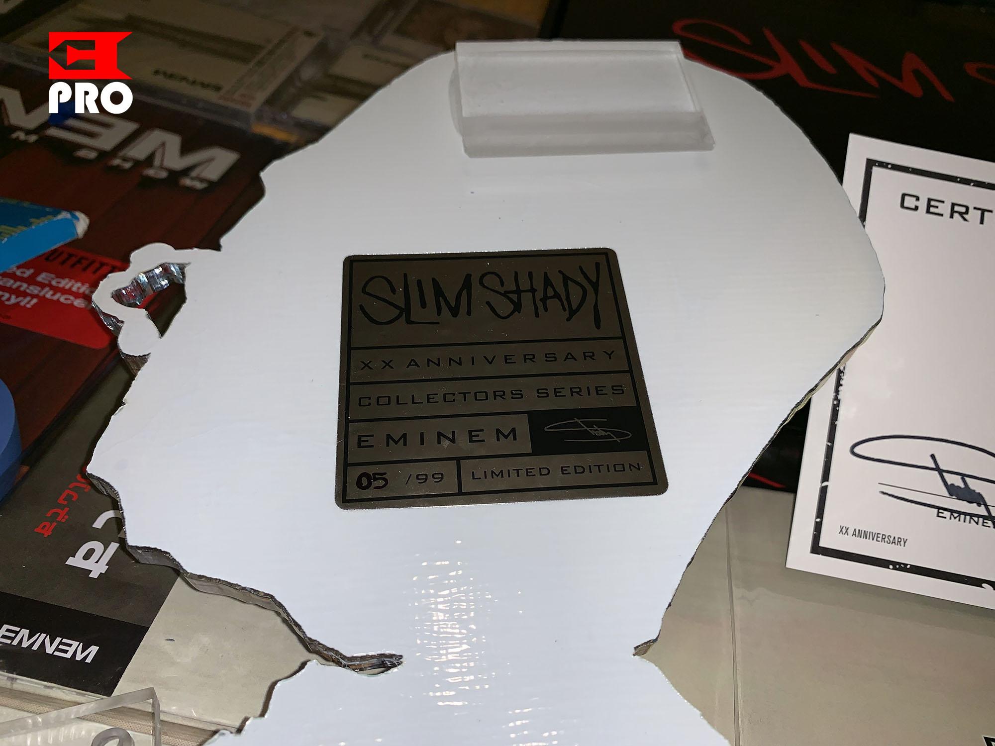 Распаковка акриловой фигурки «SKAM Pill» с автографом Эминема из юбилейной капсулы к 20-летию альбома «The Slim Shady LP»